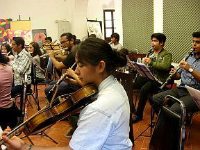 Ensayo-de-la-orquesta-39-de-abril
