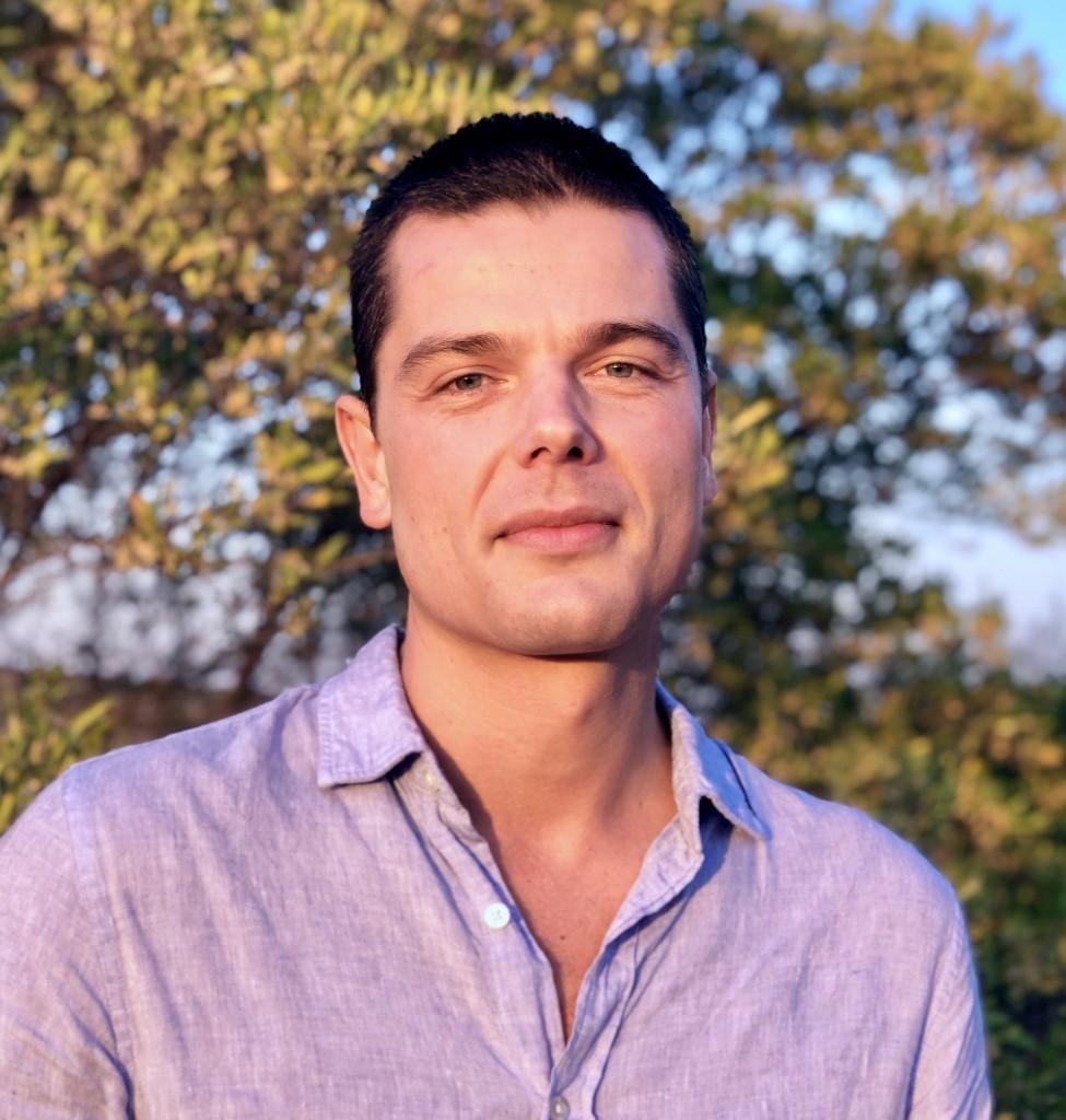 Alejandro-Headshot