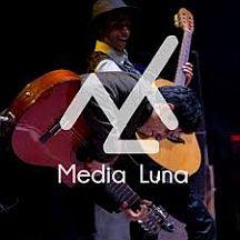 Media-luna-poster